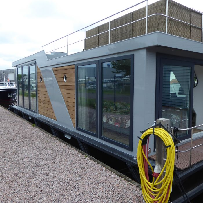 CE houseboat
